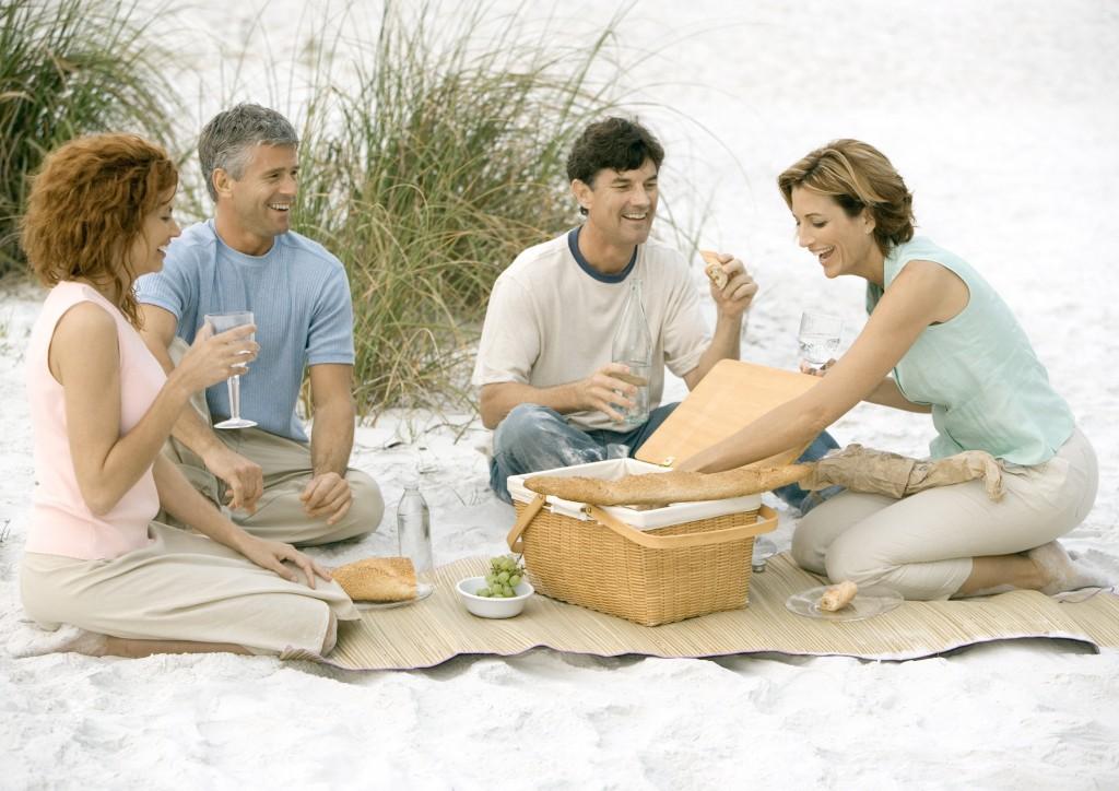 ©Odilon Dimier/AltoPress/Maxppp ; Two mature couples having picnic on beach