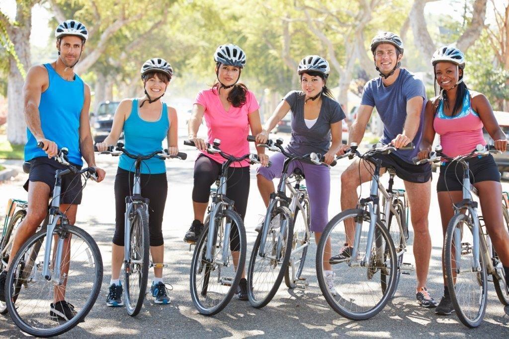 Gruppe-cykel-tur